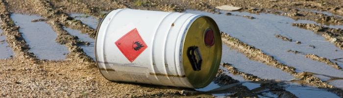 Gefahrstoffe richtig entsorgen - Lagerung in modernem Design